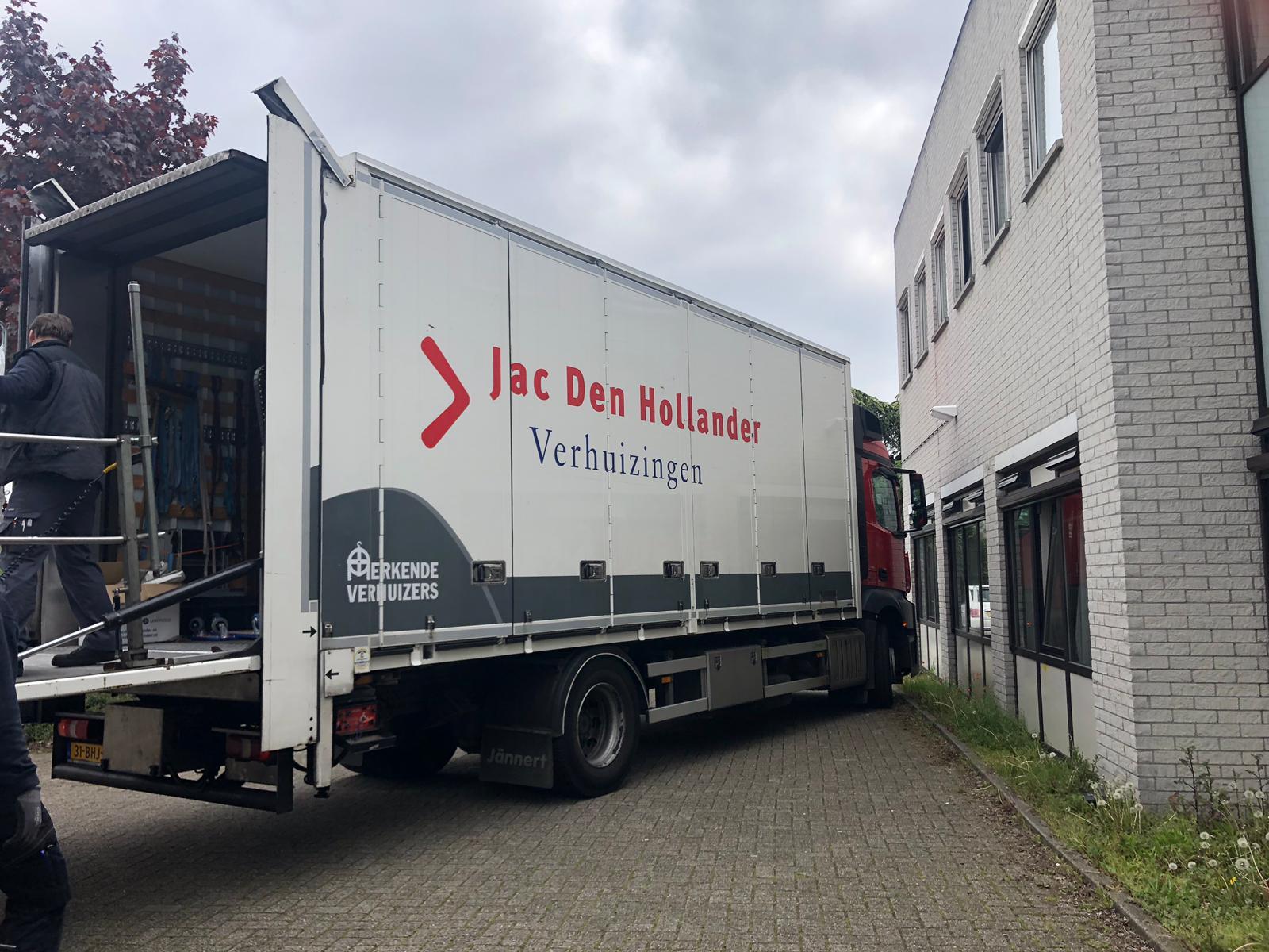 Jac. Den Hollander uit Rotterdam helpt ook!